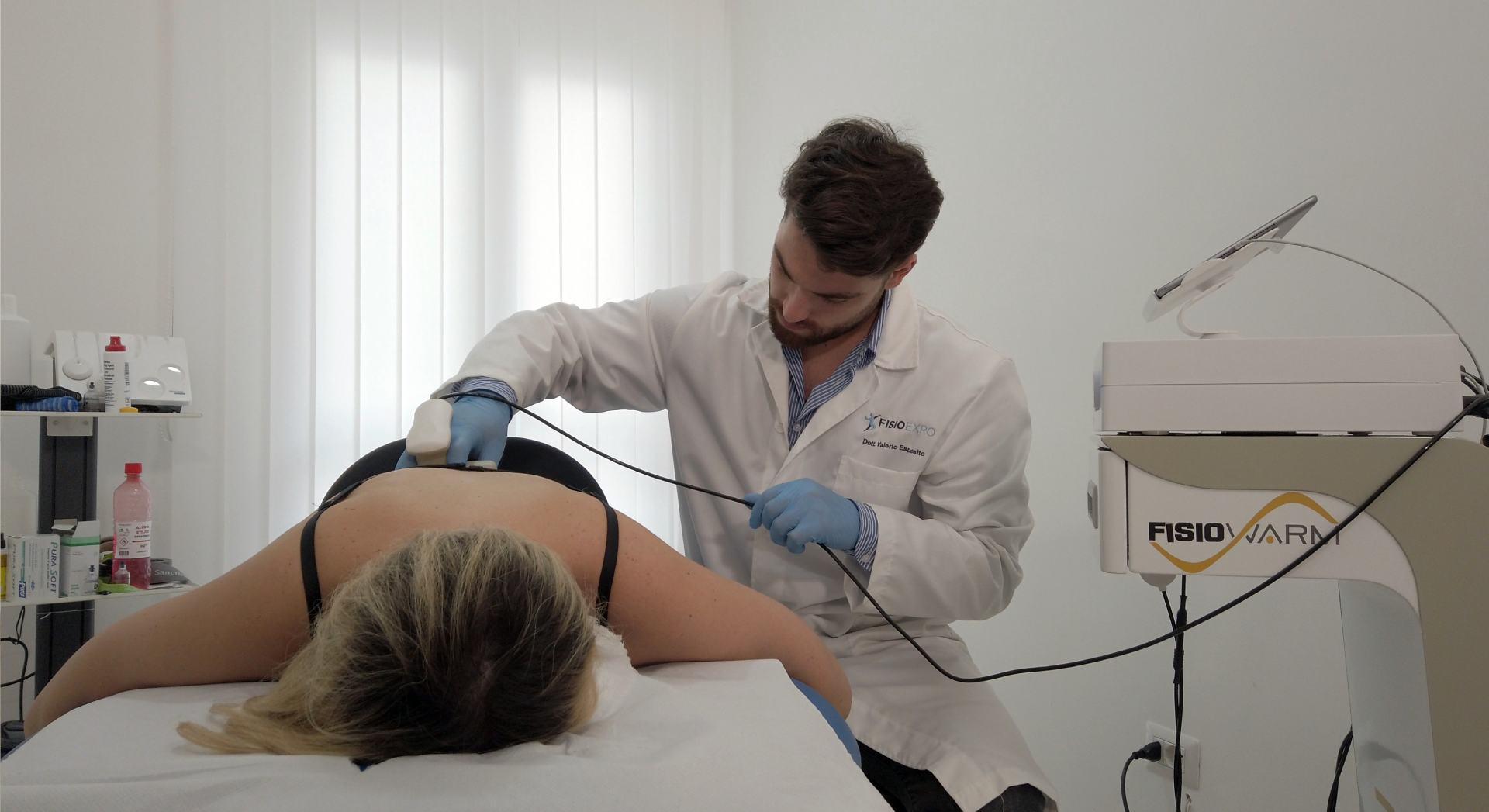 Una seduta di tecarterapia con il fisioterapista di Napoli Valerio Esposito