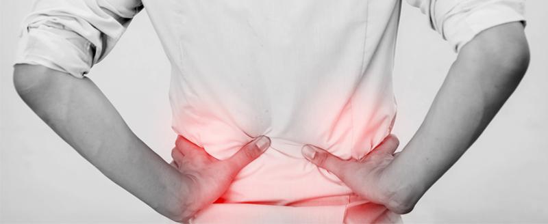 Un paziente soffre di dolori all'ernia del disco che potrebbe risolvere con la tecarterapia